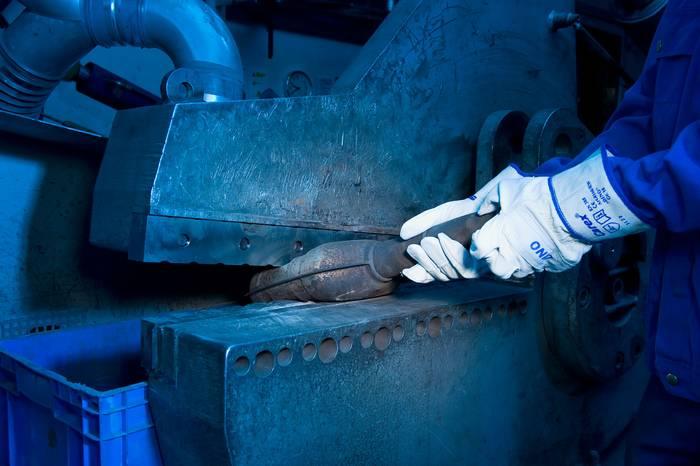 Rozdrvenie keramického katalyzátora
